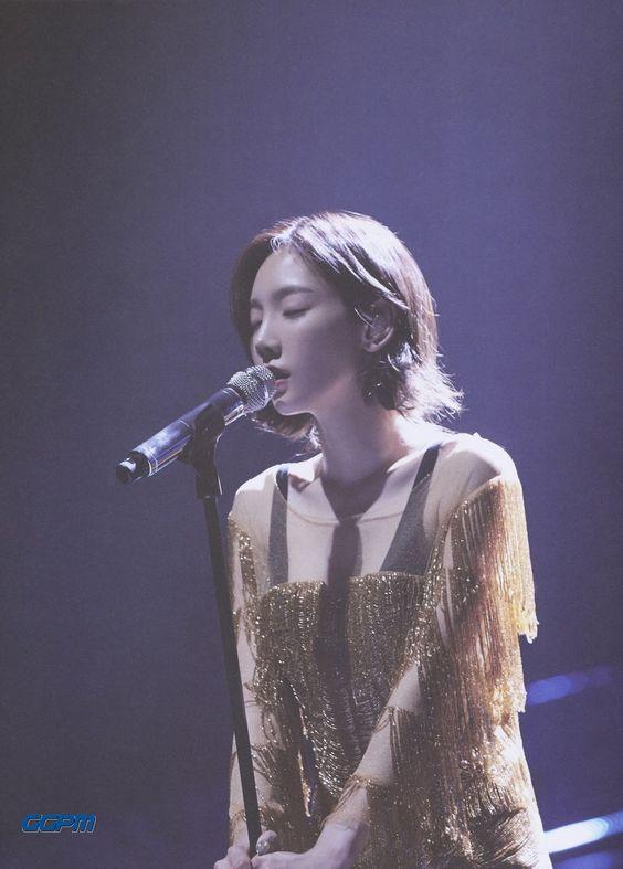 taeyeon shoulder 36