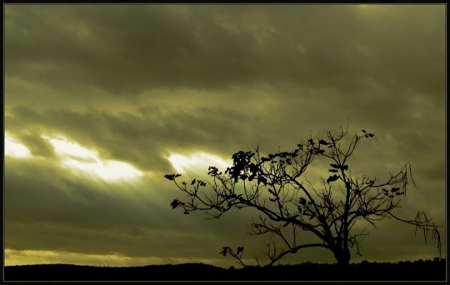 Il sole dietro le nuvole. di sole62