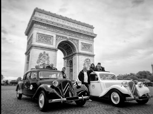 Best city tour of Paris in vintage car