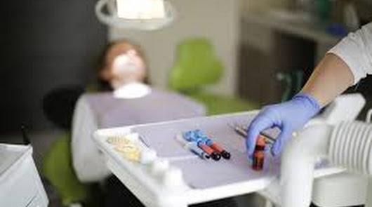 Un tratamiento dental integral gratuito para cuatro vecinos de Huércal-Overa