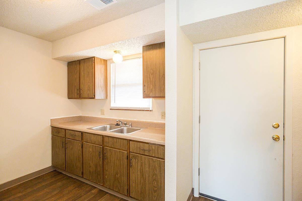 . Two Bedroom  2 Bed  1 5 Bath    Wornall Estates Apartments