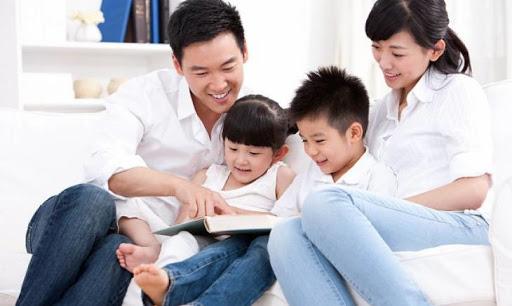 Chắc hẳn bố mẹ nào cũng muốn con cái của mình ngoan ngoãn, biết vâng lời bố mẹ. Nhưng làm thế nào để nuôi dạy con trẻ nên người là một quá trình dạy bảo lâu dài, nó được hình thành từ lúc trẻ còn nhỏ.