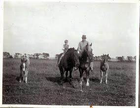 Photo: Stævnbakgaard, Peter Andersen og Kristen Markusen ca. 1936
