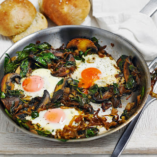 Fried Eggs with Spicy Onions and Spinach Recipe