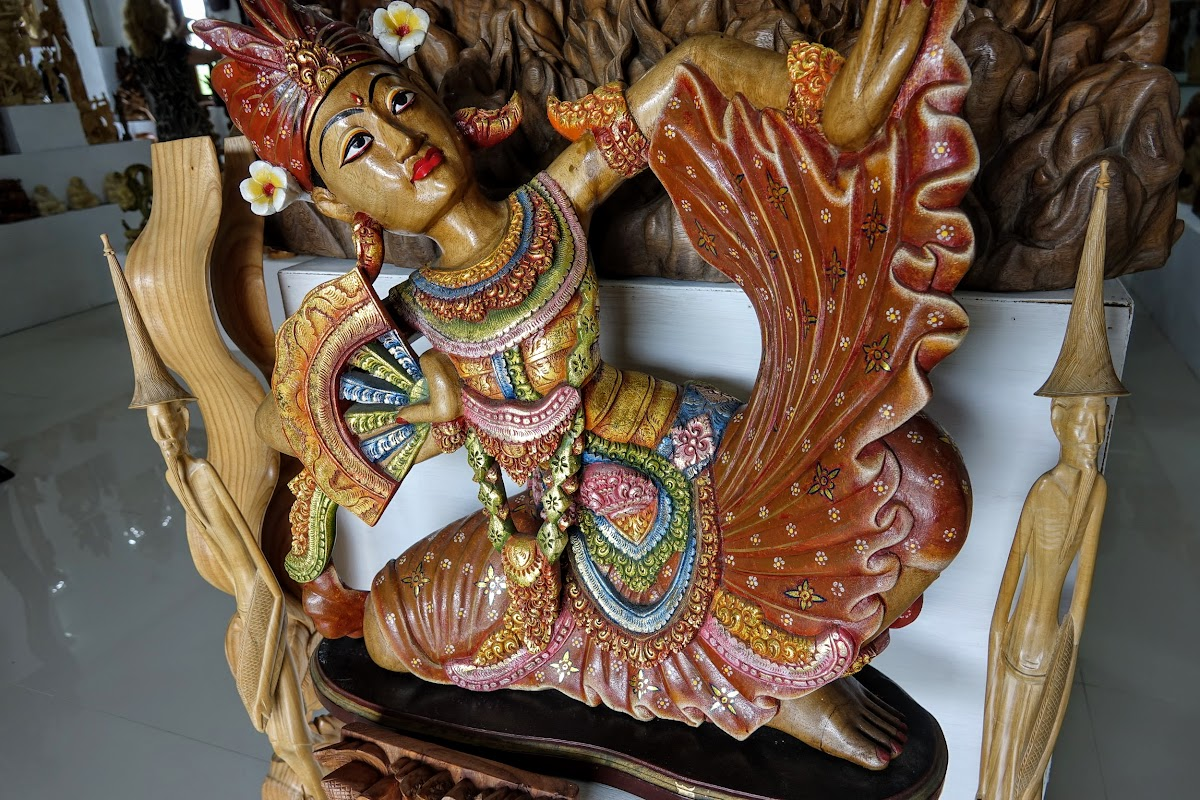Crafts of Indonesia . Beautifully painted wooden dancer statue
