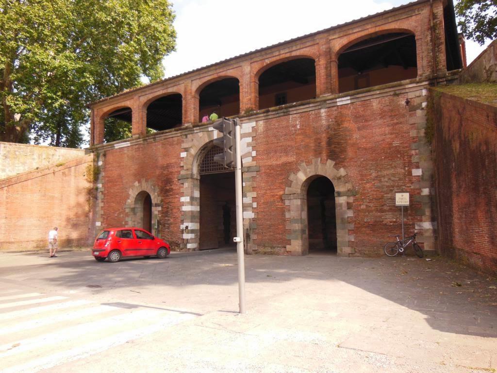 ¿Qué ver en Pisa y Lucca en un día? Puerta San Pietro