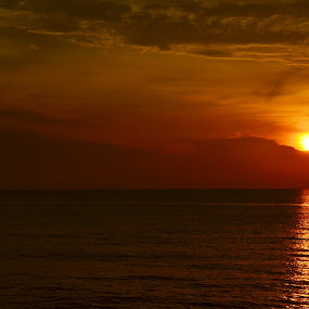 Golden Moment by Azzah Rahman - Landscapes Sunsets & Sunrises ( port dickson, sunset, sea, beach, sun )
