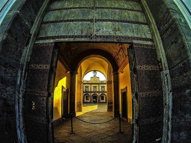 Light beyond the Door di Fabrizio Tuttolomondo