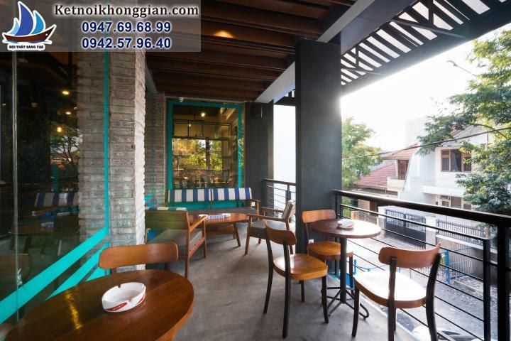 thiết kế cửa hàng cafe với ban công rộng