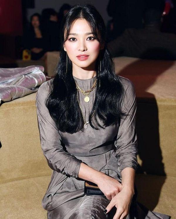 """Chung cảnh """"qua một lần đò"""", nhưng Song Hye Kyo vẫn có cách vực dậy """"khí chất"""" khác hẳn Goo Hye Sun"""