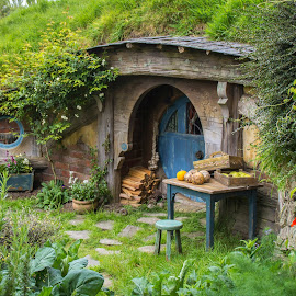 The hobbit hole by Martina Frnčová - Digital Art Places ( hole, blue door, mini, house, hobbiton, new zealand,  )