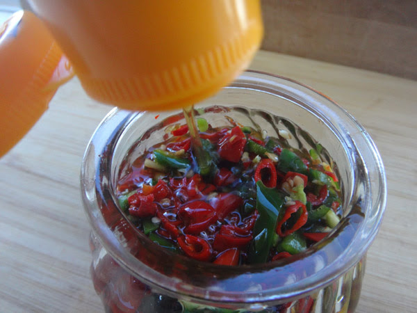 fish sauce, chili sauce, fish & chili sauce, thai chili sauce, Thailand, hot sauce, spice, chili, chili sauce, Hot Girls Cooking, New Zealand (NZ) Cooking, Cooking for real. 新西兰烹饪,配有照片的食谱教程