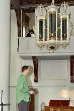 Photo: Ter gelegenheid van de opening een gezamenlijk optreden van Kees van der Zwaard (theatermaker) en Marijn Slappendel (cantor-organist)