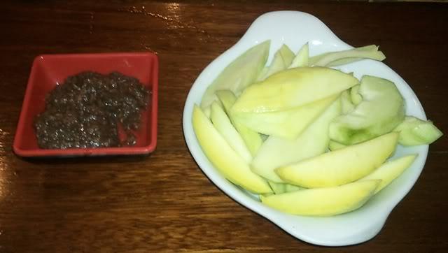 mangoes with shrimp paste