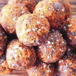 Almond Butter Chocolate Protein Balls (They're Raw & Vegan!)