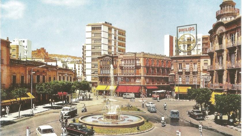 La Puerta Purchena en 1968, con los primeros semáforos que se ven debajo de la imagen.