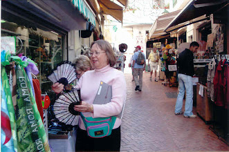 Photo: Me shopping for gifts for the relatives. I also got nice Majorca pearls.