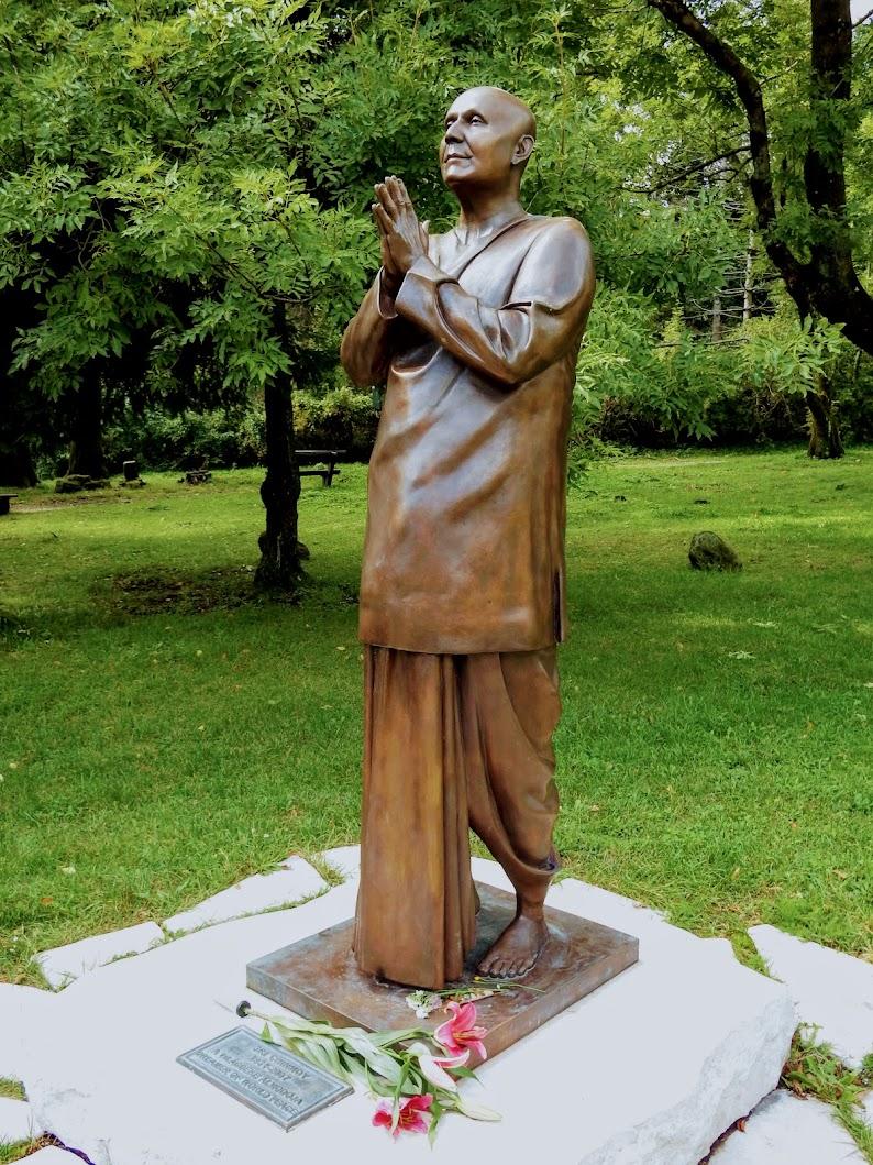 Pilisszentkereszt - Sri Chinmoy-szobor Dobogókőn