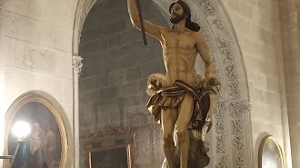 El Resucitado ayer procesionando por el interior de la Catedral
