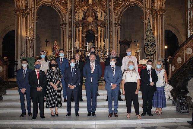 Representantes institucionales y de hermandades y cofradías asistieron al acto.