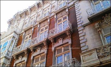 Photo: dans centre piétonnier, de superbes façades d'immeubles