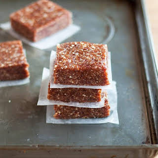 How To Make 3-Ingredient Energy Bars at Home.