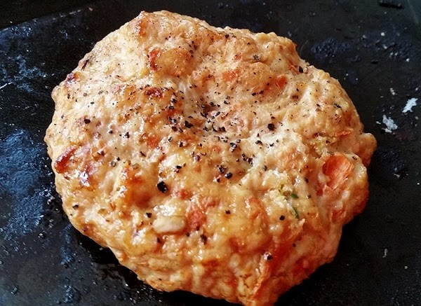 I broiled mine today. Spray broiler pan with non stick cooking spray and divide...