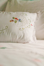 Photo: 白色Lace與彩色繡線的結合