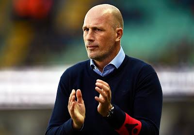 """Philippe Clement ging niet dieper in op penaltygeval en deed oproep in naam van alle trainers: """"Anders zitten wij daar als 'de stomme coaches'"""""""