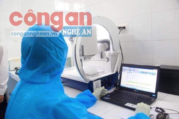 Hệ thống máy xét nghiệm tự động sàng lọc SARS-CoV-2 được Bệnh viện Cửa Đông hỗ trợ Trung tâm Kiểm soát bệnh tật tỉnh.