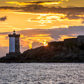 Phare du Conquet by Strange Jazzy - Landscapes Sunsets & Sunrises ( #leconquet#bretagne#phare#sunset#sea#,  )
