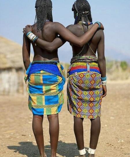 african waist beads.png