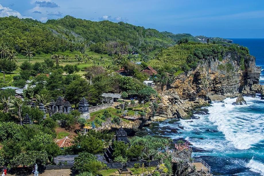 Pantai Ngobaran - Pantai di Gunungkidul, Yogyakarta by @anggarawepe