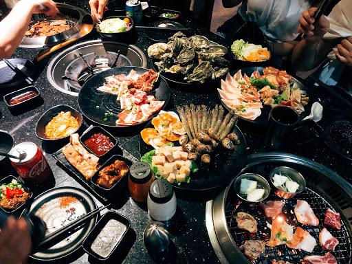 餐點新鮮好吃,服務態度良好,海鮮種類繁多,非常推薦的厲害燒肉👍