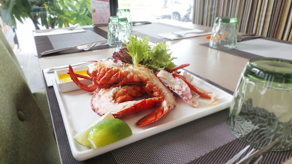 龍蝦特餐也太好吃了口感扎實,主廚非常用心,用餐氣氛也很棒