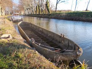 Photo: Canal du Midi Barge en Béton armé