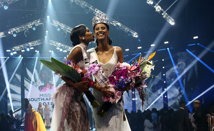 Miss World South Africa, Thulisa Keyisa kisses Tamaryn Green who was crowned Miss SA 2018 during the jubilee edition of the pageant held at Times Square in Pretoria.