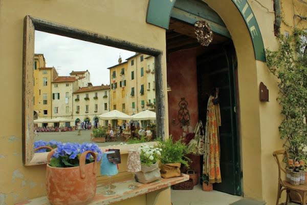 Lucca nello specchio di Hanami