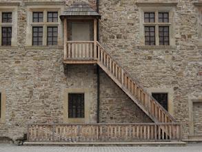 Photo: Zamek położony jest na wzgórzu 317 m n.p.m. W 1339 roku piastowski książę Bolesław Jerzy Trojdenowicz wydał przywilej, w którym nadał Sanokowi prawo miejskie magdeburskie. W czasach piastowskich po odzyskaniu przez króla Kazimierza Wielkiego Grodów Czerwieńskich, na obecnym wzgórzu zamkowym stał prawdopodobnie drewniany gród otoczony następnie murem obronnym. Król w okresie swojego panowania gościł na sanockim zamku trzykrotnie. http://pl.wikipedia.org/wiki/Zamek_Kr%C3%B3lewski_w_Sanoku