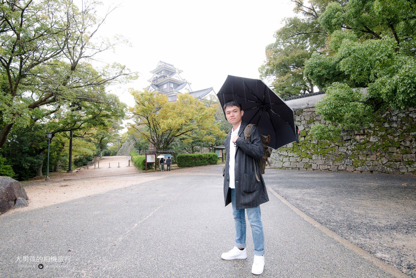 即便是下雨天還是要跟第一次造訪的岡山城做紀念,日本百大名城再拿下一座。