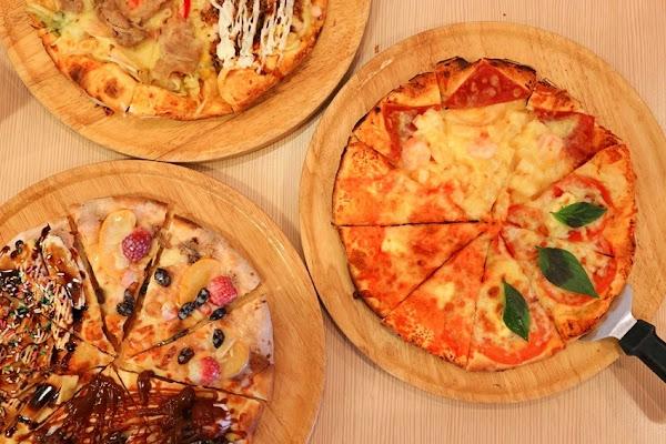 Double Cheese(公園店):不到300元,16款手工窯烤披薩任意選,炸雞、薯條、義大利麵隨你吃。CP值挺棒!!