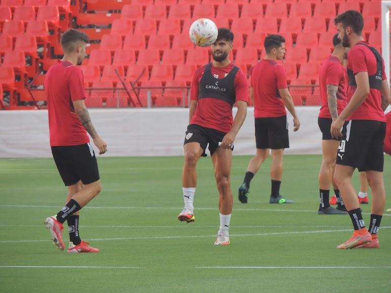 Arnau Puigmal con el balón.