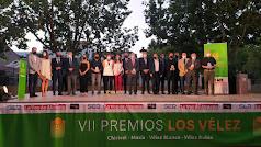 Foto de familia de los premiados, los organizadores de la gala y representantes institucionales.