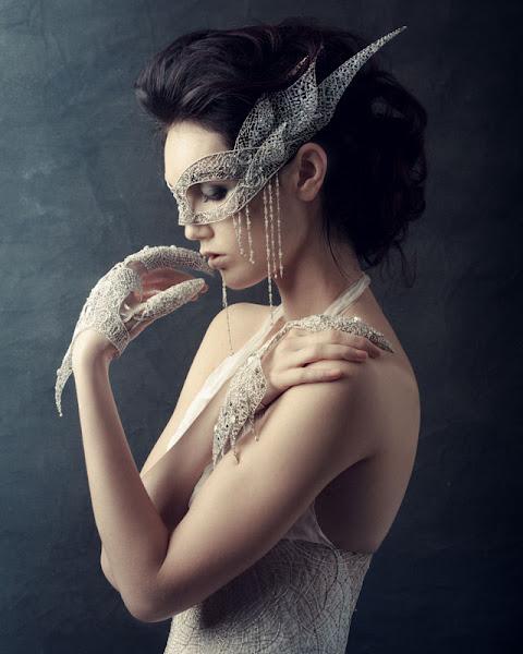 Photo: Design by Claire Prebble made with SWAROVSKI ELEMENTS Credits: Photographer Alessandro Saponi