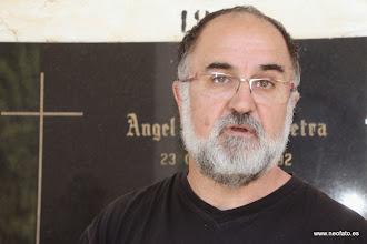 Photo: 17.05.2014 - Visita CR Bayona. Ante el nicho de Ángel García