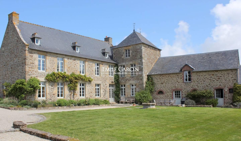 House with terrace Dinard