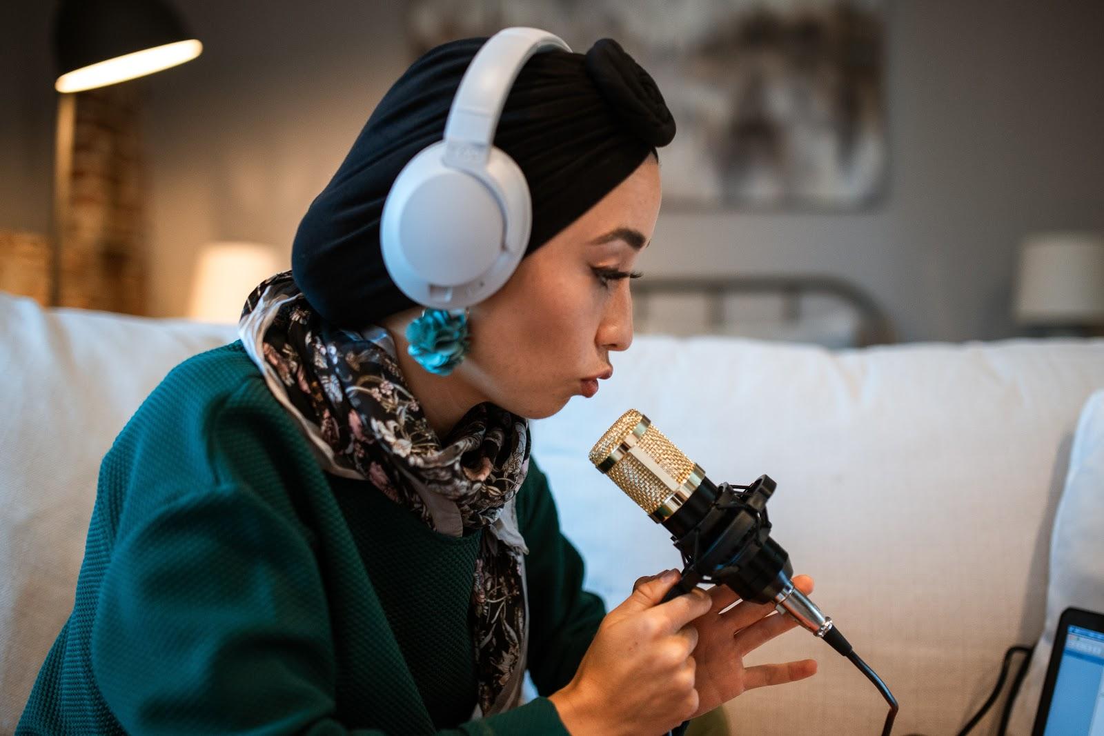 5 consigli per far crescere il pubblico del tuo podcast: 5. Collabora con altri podcaster