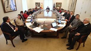 Sala de reuniones de La Moncloa durante el primer consejo de ministros del Gobierno de coalición.