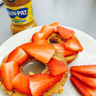 Peanut Butter And Strawberry Bagels