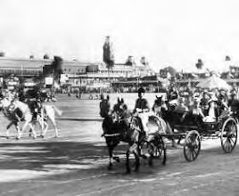 Photo: Central railway station - Governer & His wife in Chariot.